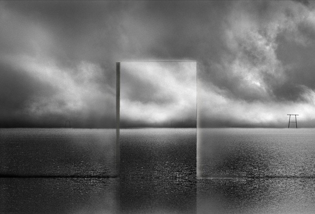 Позади панорамы, © Мишель Кирх, 1-е место в категории «Концептуализм», одиночное фото, Конкурс чёрно-белой фотографии MonoVisions