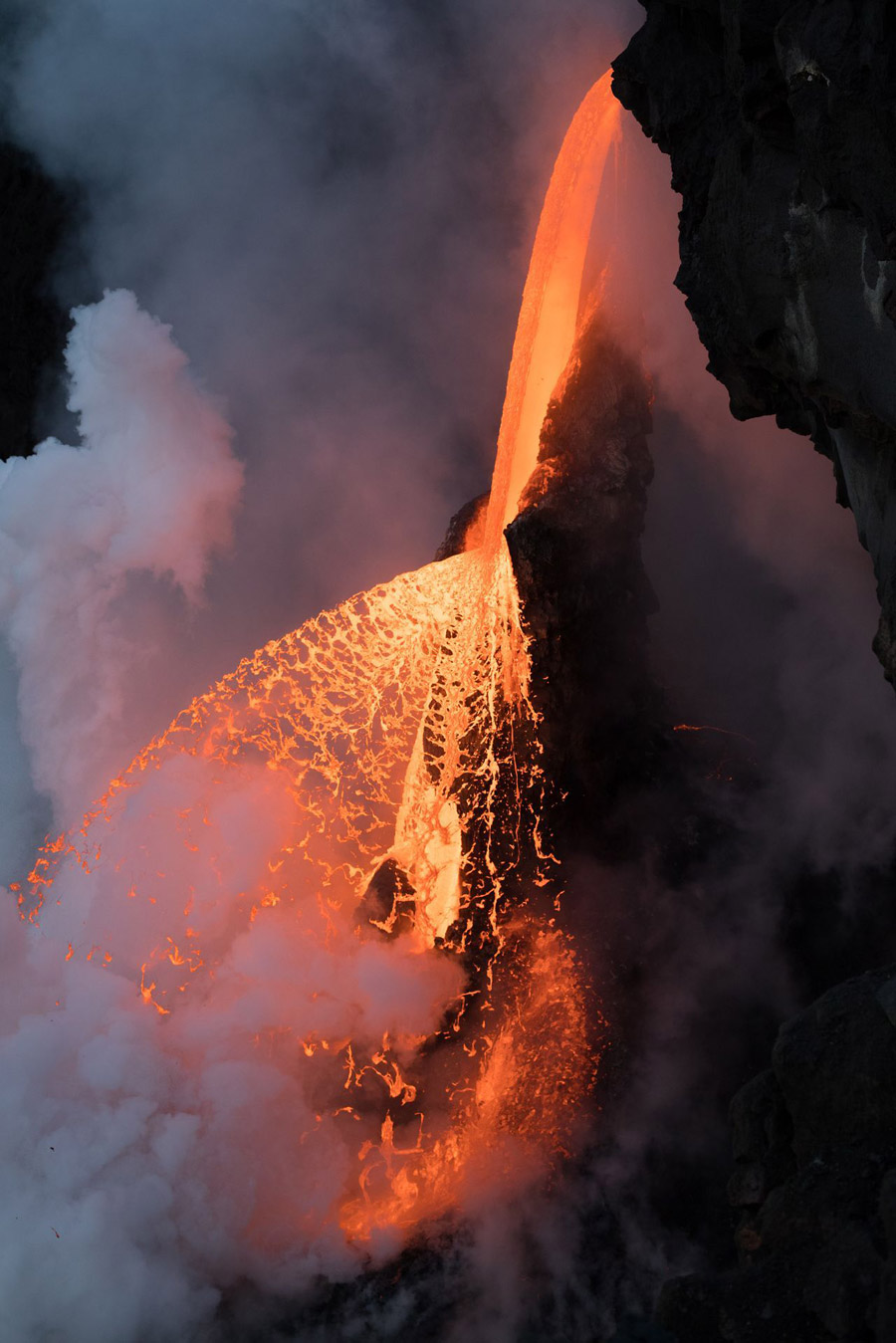 Огненный водопад, © Карим Илия / Karim Iliya, 1 место в категории «Пейзажи», Фотоконкурс Nature Photographer of the Year Contest