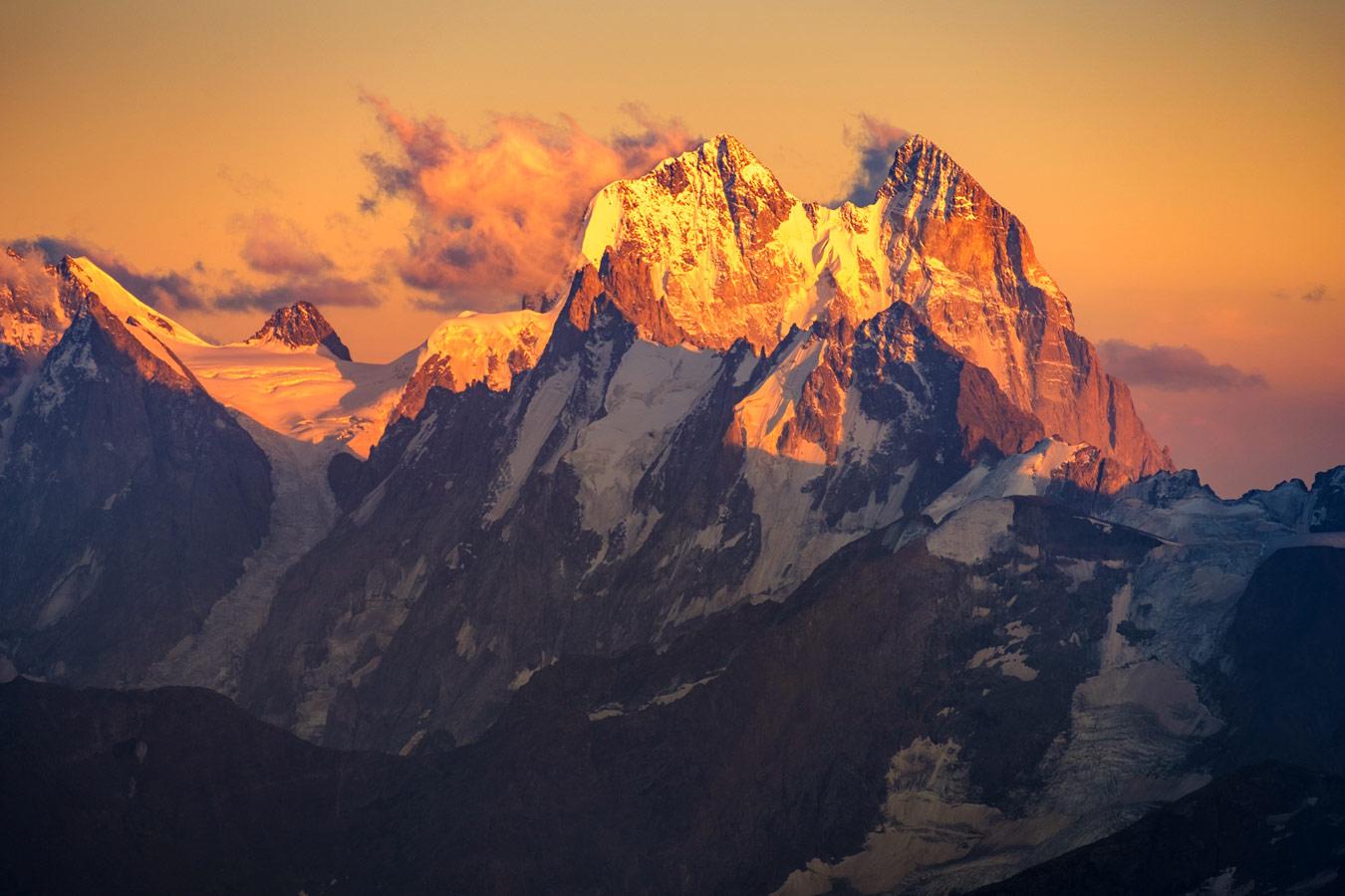 Рассвет на Эльбрусе, © Igor Kopytov, Эльбрус, 2018, Фотоконкурс «О высоком» от National Geographic Россия