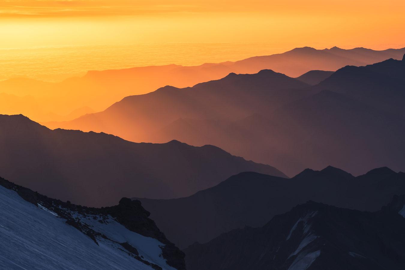 Рассвет на Эльбрусе, © Igor Kopytov, Фотоконкурс «О высоком» от National Geographic Россия