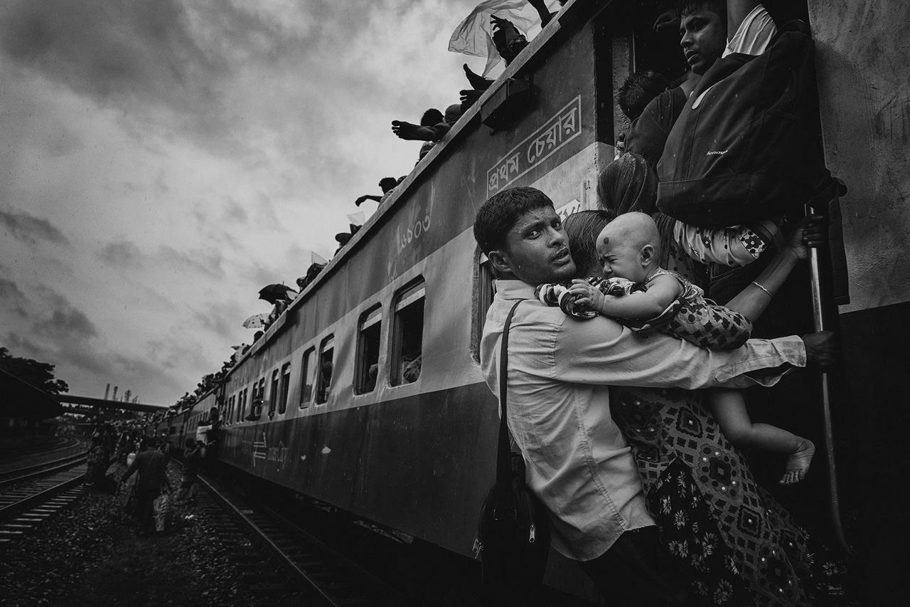 Трудное путешествие, © Танвеер Хасан Рохан, Третье место в категории «Люди», Конкурс «Тревел-фотограф года» от National Geographic