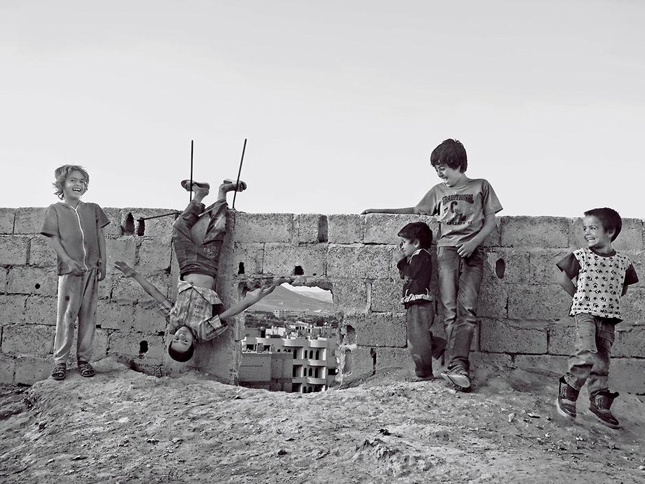 Смех из-за стены, © Равад Бара, 2-я премия, Фотоконкурс Nikon