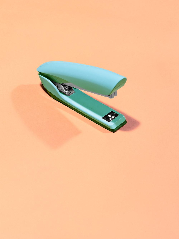 «Секс, наркотики и канцелярские принадлежности», © Виктор Корома / Victor Koroma, Лос-Анджелес, США, Первое место в категории «Изобразительное искусство / Персональная», Фотоконкурс натюрморта «Объекты желания» — Objects of Desire