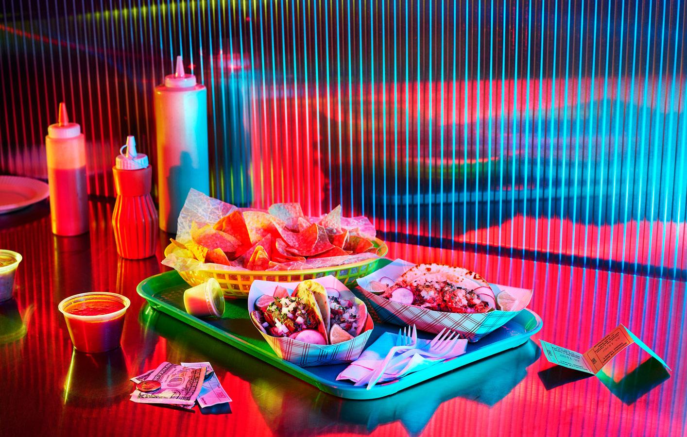 «Неоновые ночи», © Эмили Кейт Роемер / Emily Kate Roemer, Нью-Йорк, США, Финалист категории «Изобразительное искусство / Персональная», Фотоконкурс натюрморта «Объекты желания» — Objects of Desire