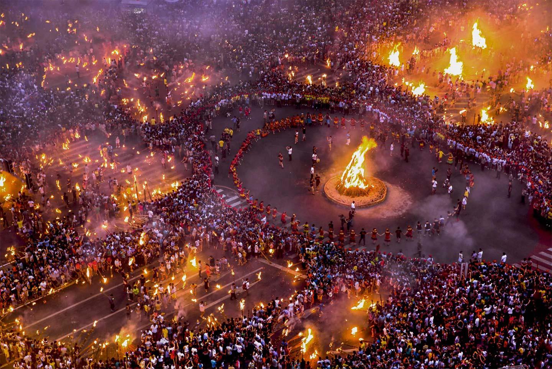 Ночь факела, © sky, 2 место в категории «Свет», Фотоконкурс Olympus Global Open