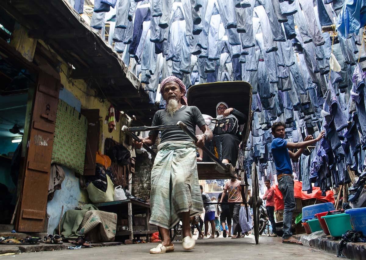Небо в джинсах, © jmjoydeep, 2 место в категории «Истории», Фотоконкурс Olympus Global Open