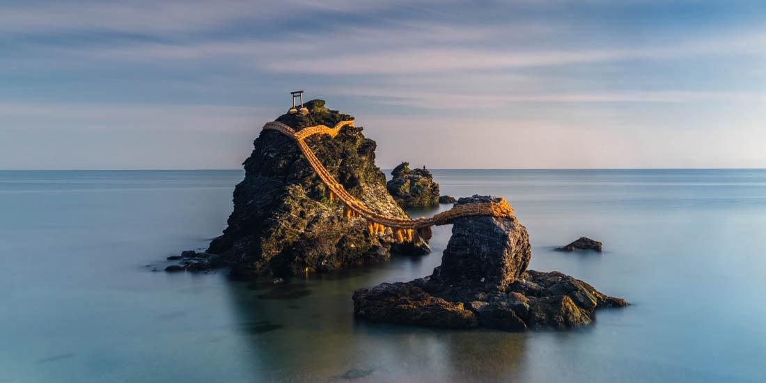 Мэото Ива, супружеские скалы, Япония, © Анастасия Вулмингтон, Австралия, Лауреат премии Каролин Митчум 2018 года, Конкурс панорамной фотографии EPSON Pano Awards