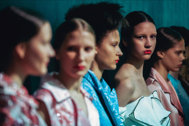 «Перед подиумом», © Лука Меола (Луз) / Luca Meola (Luz), Милан, Италия, Первое место в категории «Подиум / Уличная сцена», «Взгляд» — фотоконкурс на тему «Мода» | PDN The Look