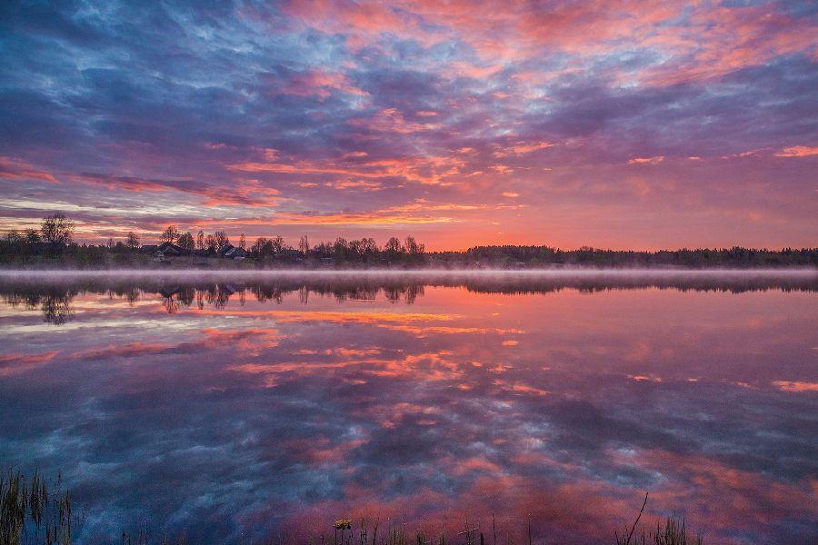 1е место, Рассвет над озером