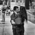 Последний первый поцелуй, © Даш Дошер, Нью-Ханаан, США, Финалист категории «Уличная фотография» : Любитель, Конкурс фотографии «Перспективы» — Perspectives PhotoPlus Expo