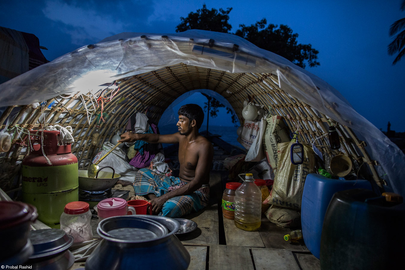 Рыбак, © Пробал Рашид, Бангладеш, 1-е место, Всемирная продовольственная программа «Продовольствие для жизни», Фотоконкурс Pink Lady Food