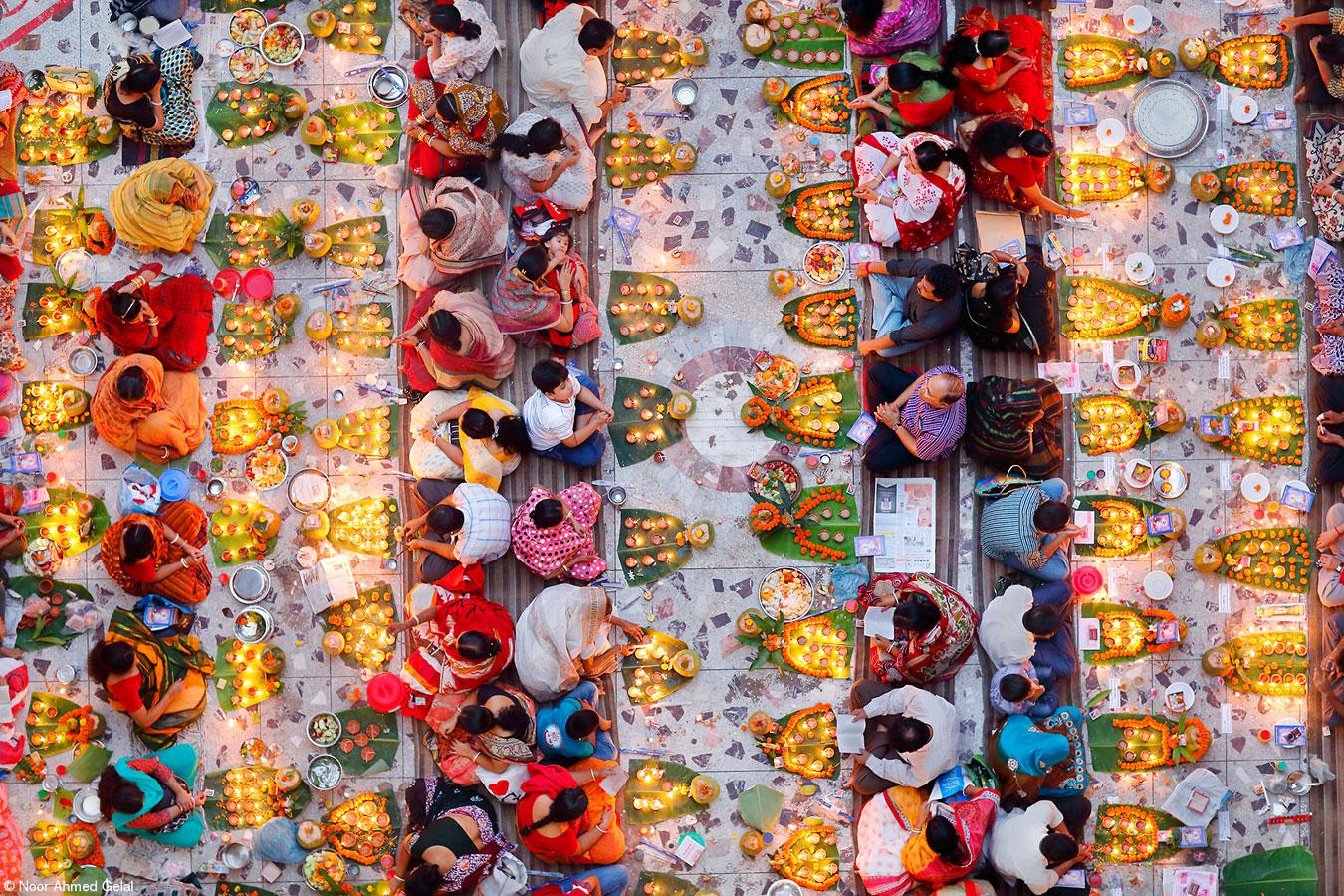 Молитва с едой, © Нур Ахмед Гелал, Бангладеш, 1-е место, категория «Еда для торжества», Фотоконкурс Pink Lady Food
