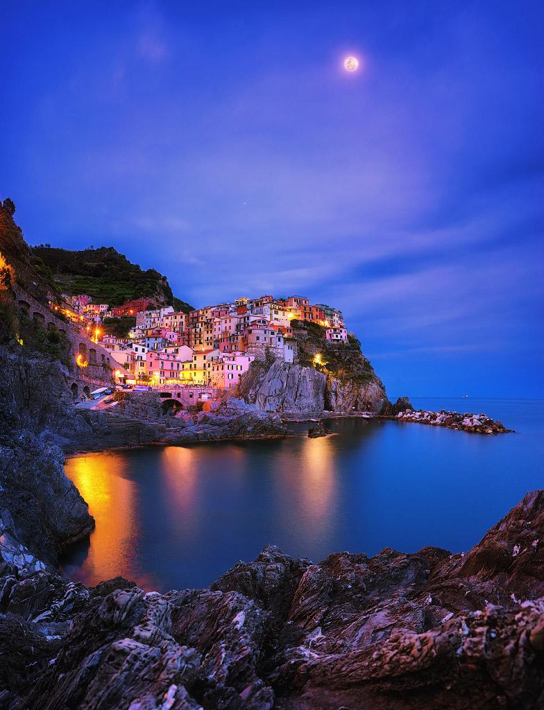 Свет Луны в райском городе, Италия, © Асит Апонсупавит, Финалист категории «В городе», Фотоконкурс «Ночной пейзаж» — Photo Nightscape Awards