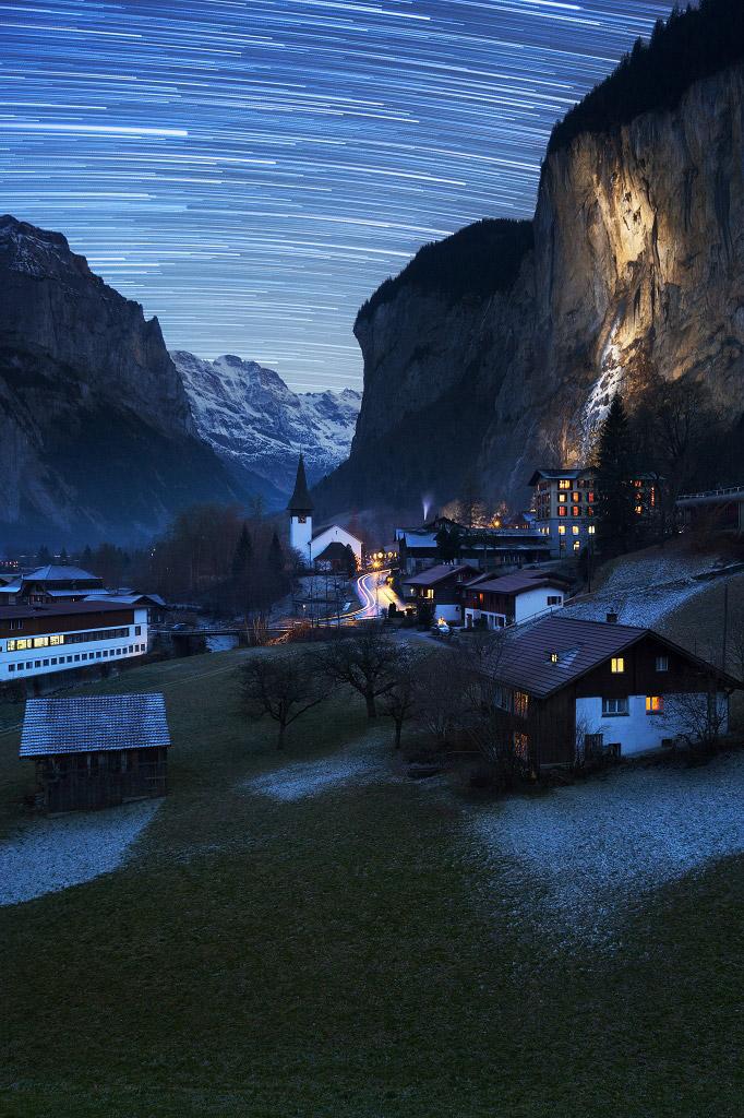 Посткарт-идеальная деревня, Швейцария, © Паскаль Камм, Финалист категории «В городе», Фотоконкурс «Ночной пейзаж» — Photo Nightscape Awards