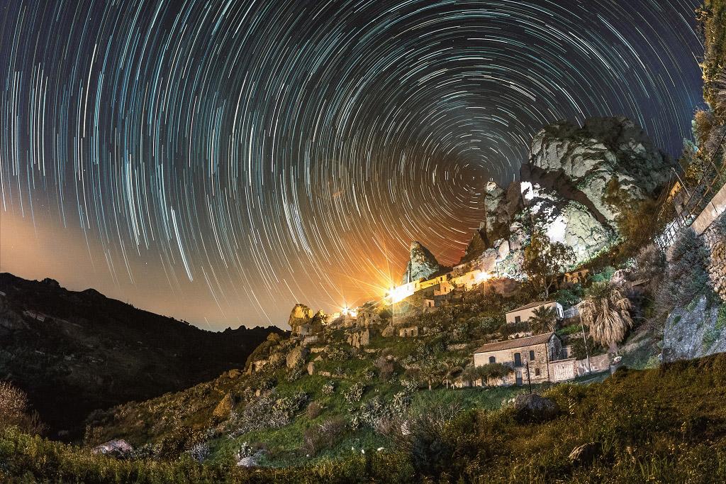 Гипноз, Италия, © Массимилиано Педи, Финалист категории «В городе», Фотоконкурс «Ночной пейзаж» — Photo Nightscape Awards
