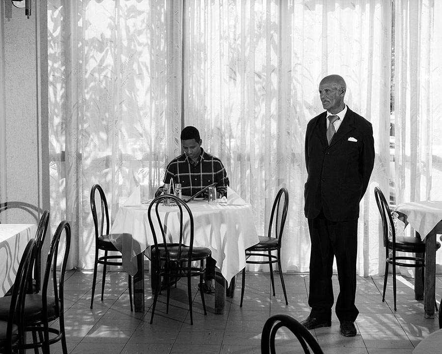 Ресторан, отель Embasoira, © Эли Дерст, Премия Портфолио «Апертура»