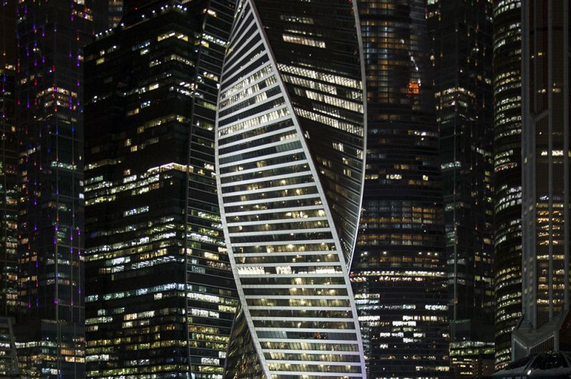 Башня «Эволюция» в мерцающих ночных огнях, © Екатерина Бусыгина, Победитель в категории «Архитектура», профессионалб Фотопремия IPA Россия