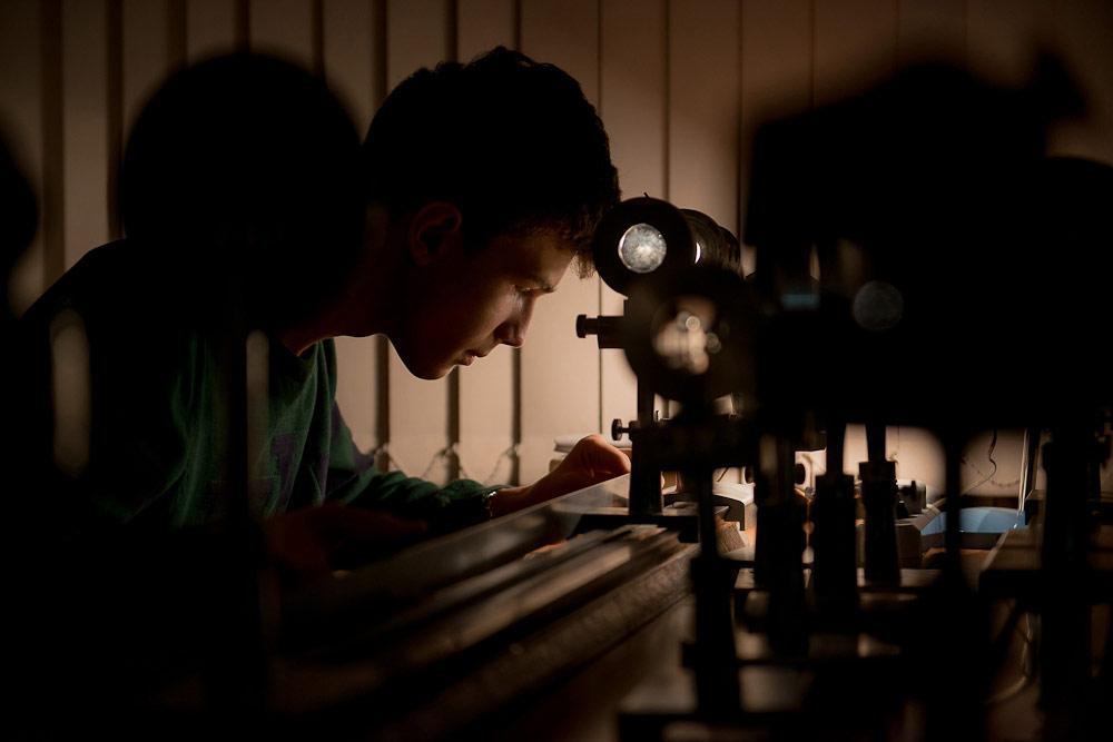 Ученик за лабораторной работой, © Пелевин Евгений, Фотоконкурс «Стихии науки»