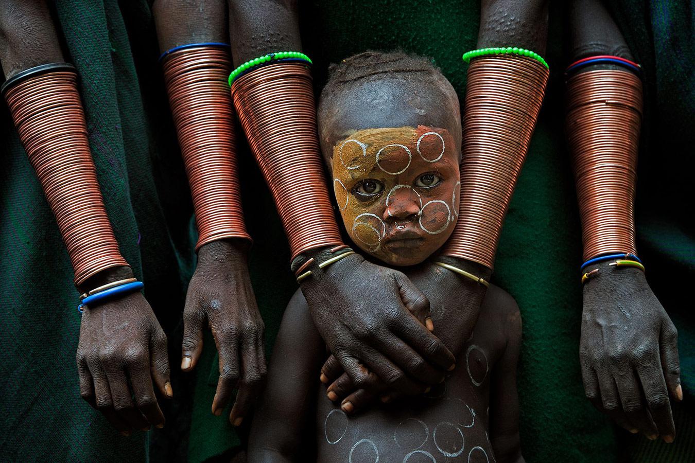 Малыш с наручными украшениями, © Дэвид Нам Лип Ли, Малайзия, 1 место, Фотоконкурс Siena
