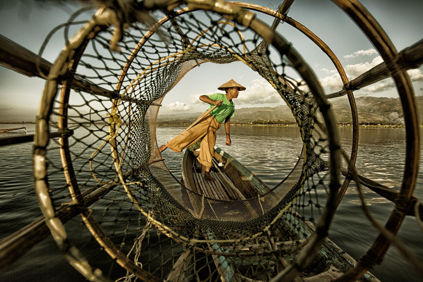 Рыбак на озере Инле, © Иньжи Пан, Китай, 1 место, Фотоконкурс Siena