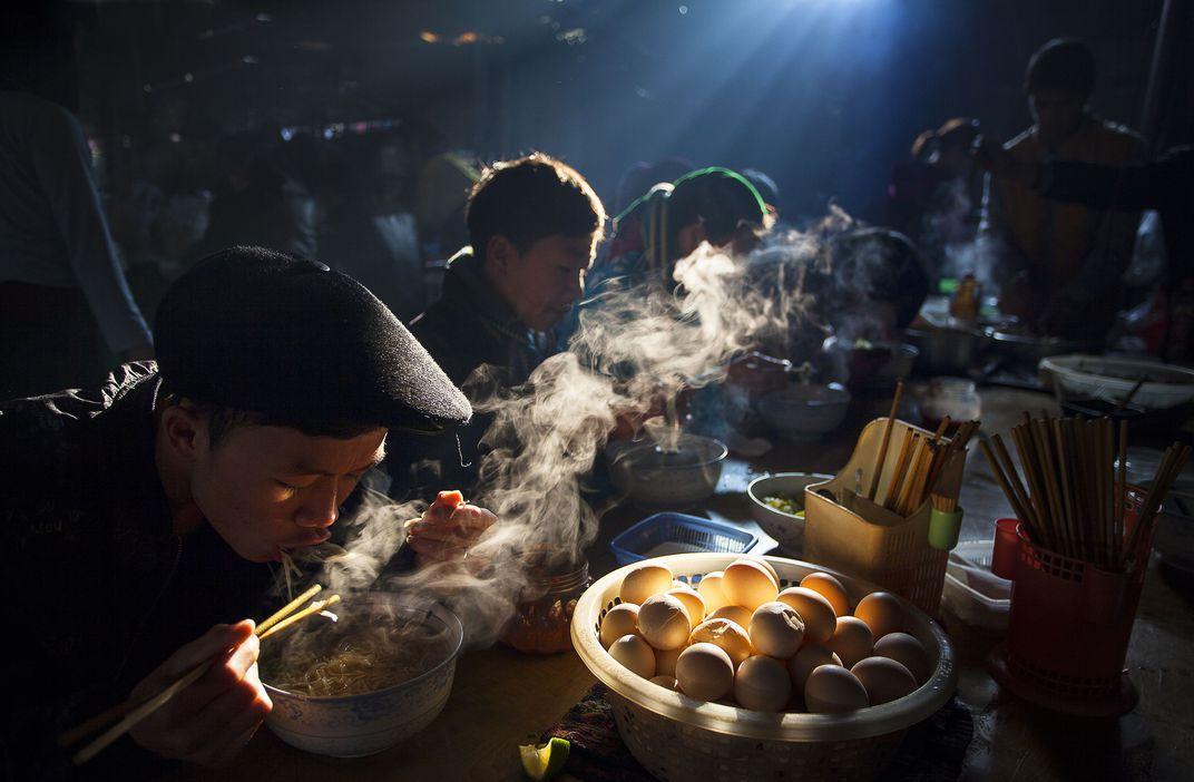 Завтрак на рынке, © Сонг Ху / Thong Huu, Гран-при конкурса, Фотоконкурс Smithsonian