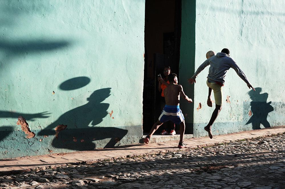 Уличный футбол, © Мария Плотникова, Россия, 2-е место : Спорт : Одиночные работы, Конкурс фотожурналистики имени Андрея Стенина