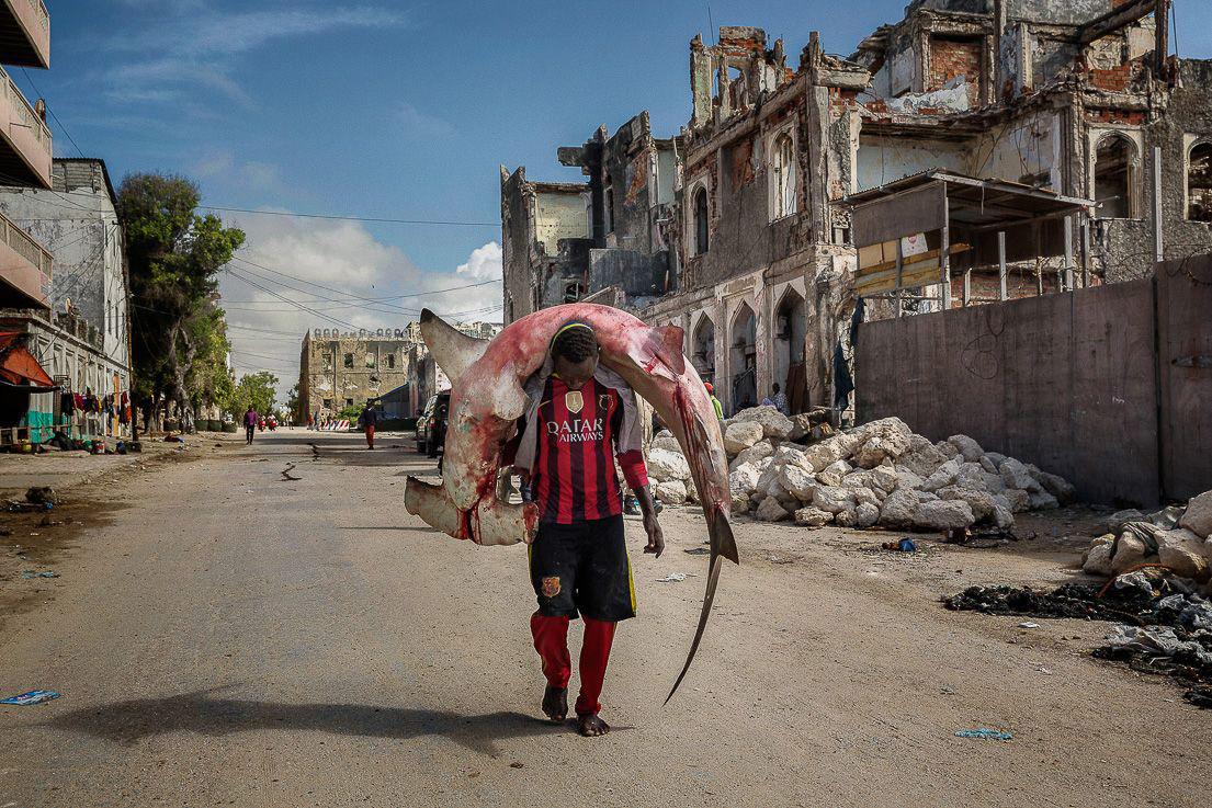 Девушки Могадишо отправляются на пляж, © Марко Гуалаццини / Marco Gualazzini, Награда «Выбор жюри», Фотоконкурс «Уличная фотография»