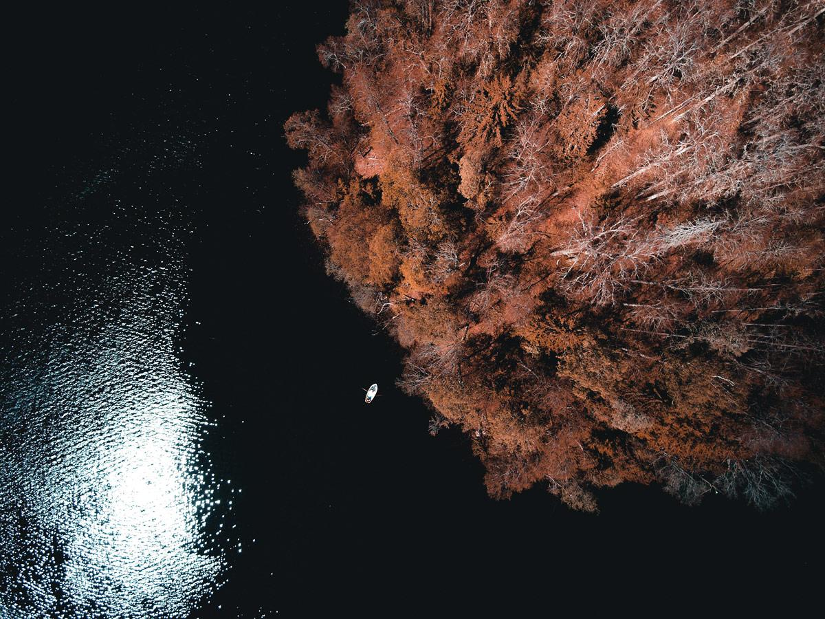 Остров тайн, © Райдо Проса, Приход Отепя, историческое Тартумаа, Эстония, Oстров Клоострисаар на озере Пюхаярв, I премия, Фотоконкурс «Священные рощи»