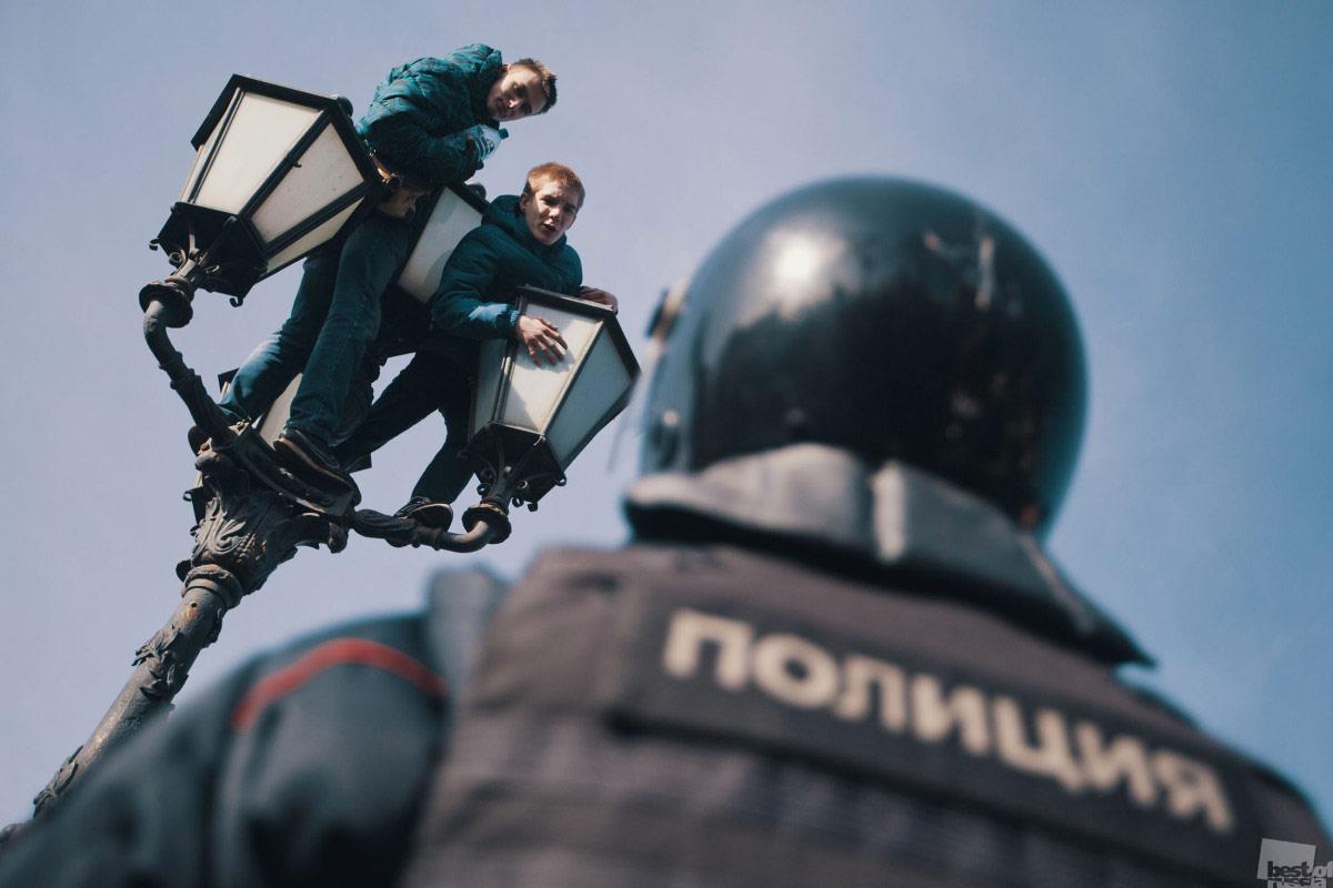 Школьники на фонаре, © Георгий Малец / Москва, Фотоконкурс The Best of Russia 2017