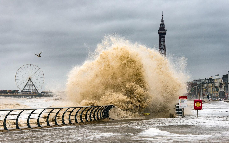 Штормовой Блэкпул, © Стивен Читли, Фотоконкурс «Погодный фотограф года» — Weather Photographer of the Year