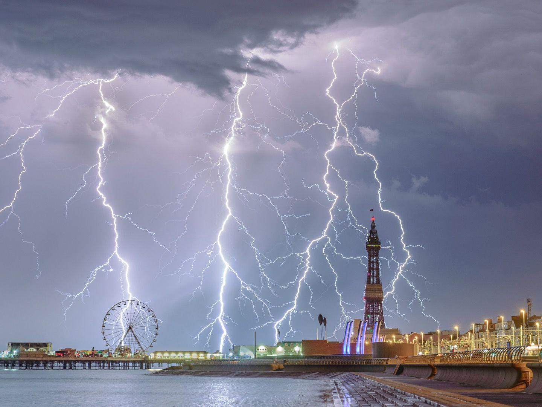 Электрический Блэкпул, © Стивен Читли, Фотоконкурс «Погодный фотограф года» — Weather Photographer of the Year