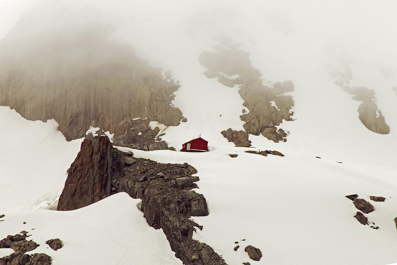 Старая красная хижина, © Ванита Катария, Алди, США, Победитель зрительских симпатий 1-го раунда, Фотоконкурс экстремальных путешествий «Мир в фокусе» — World In Focus