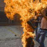 Возгорание демонстранта, © Хуан Баррето, Венесуэла, 3-й приз : серия, Фотоконкурс World Press Photo