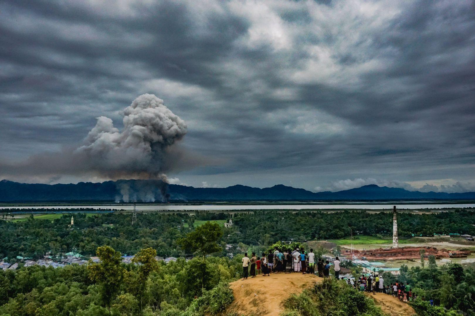 Наблюдение за горящими домами, © Масфикур Ахтар Сохан, Бангладеш, 3-й приз : одиночный кадр, Фотоконкурс World Press Photo