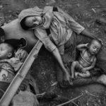 Беженцы-рохинджи бегут в Бангладеш, чтобы избежать этнической чистки, © Кевин Фрайер, Канада, 2-й приз : серия, Фотоконкурс World Press Photo