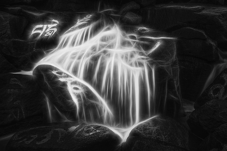 Дзен в воде 7, © Сонги Суи, 1-е место в категории «Абстракция и современность», профессионал, Фотоконкурс «Зебра» — Zebra — Чёрно-белый фотограф года