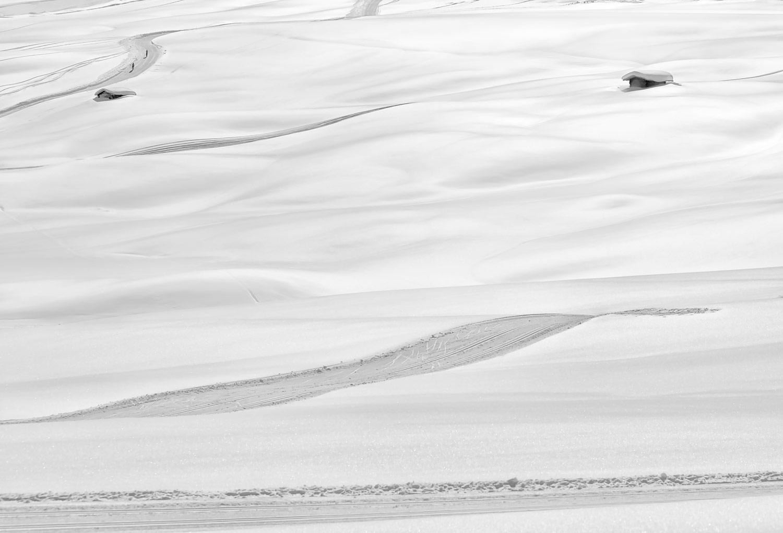 Снежные фигуры # 7, © Розарио Чивелло, 1-е место в категории «Пейзаж и природа», непрофессионал, Фотоконкурс «Зебра» — Zebra — Чёрно-белый фотограф года