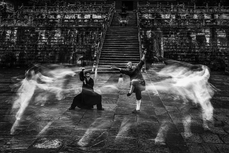 Уданский кунг-фу 4, © Генхонг Янг, 2-е место в категории «Фотожурналистика / Документалистика», непрофессионал, Фотоконкурс «Зебра» — Zebra — Чёрно-белый фотограф года